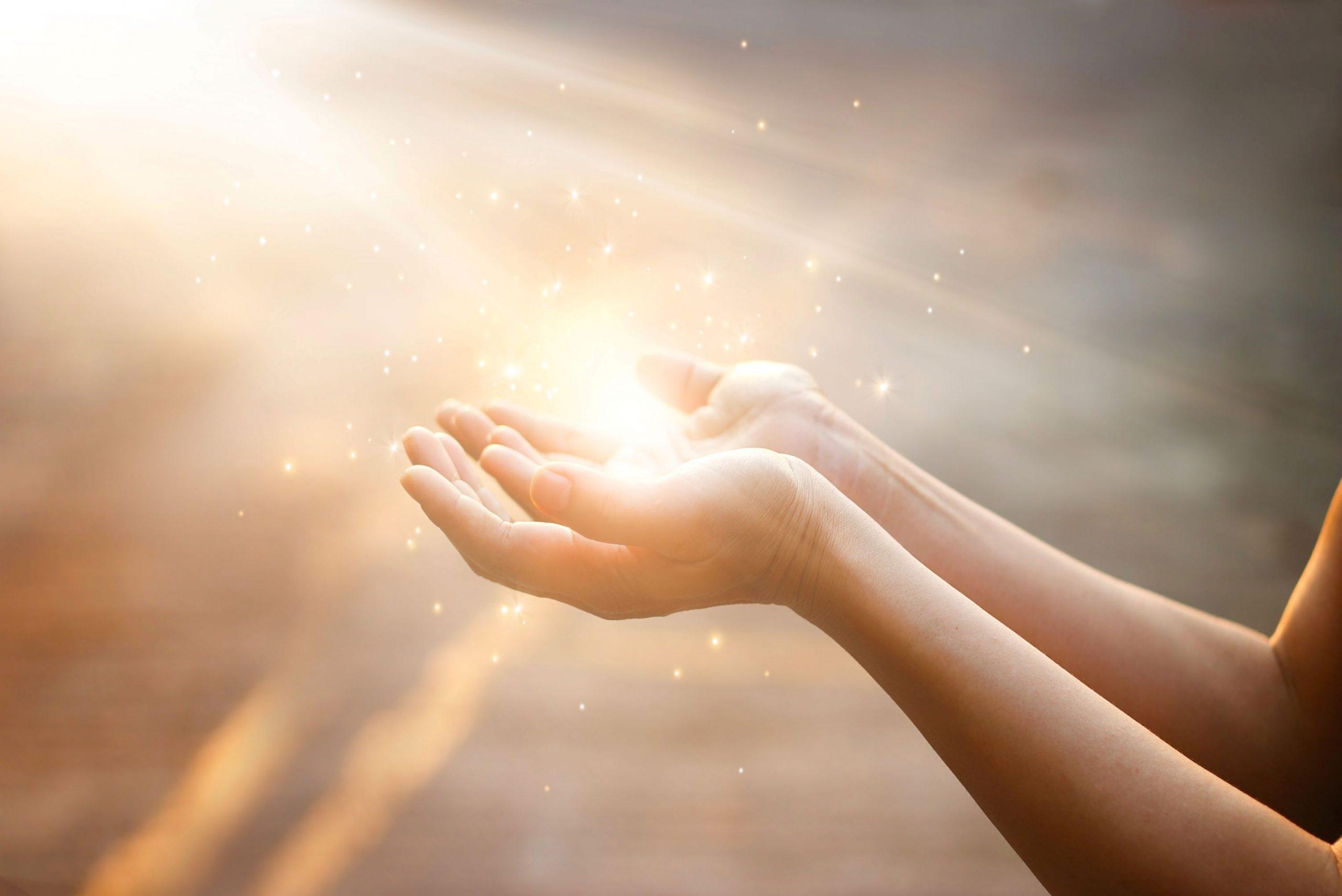 Mains et lumière