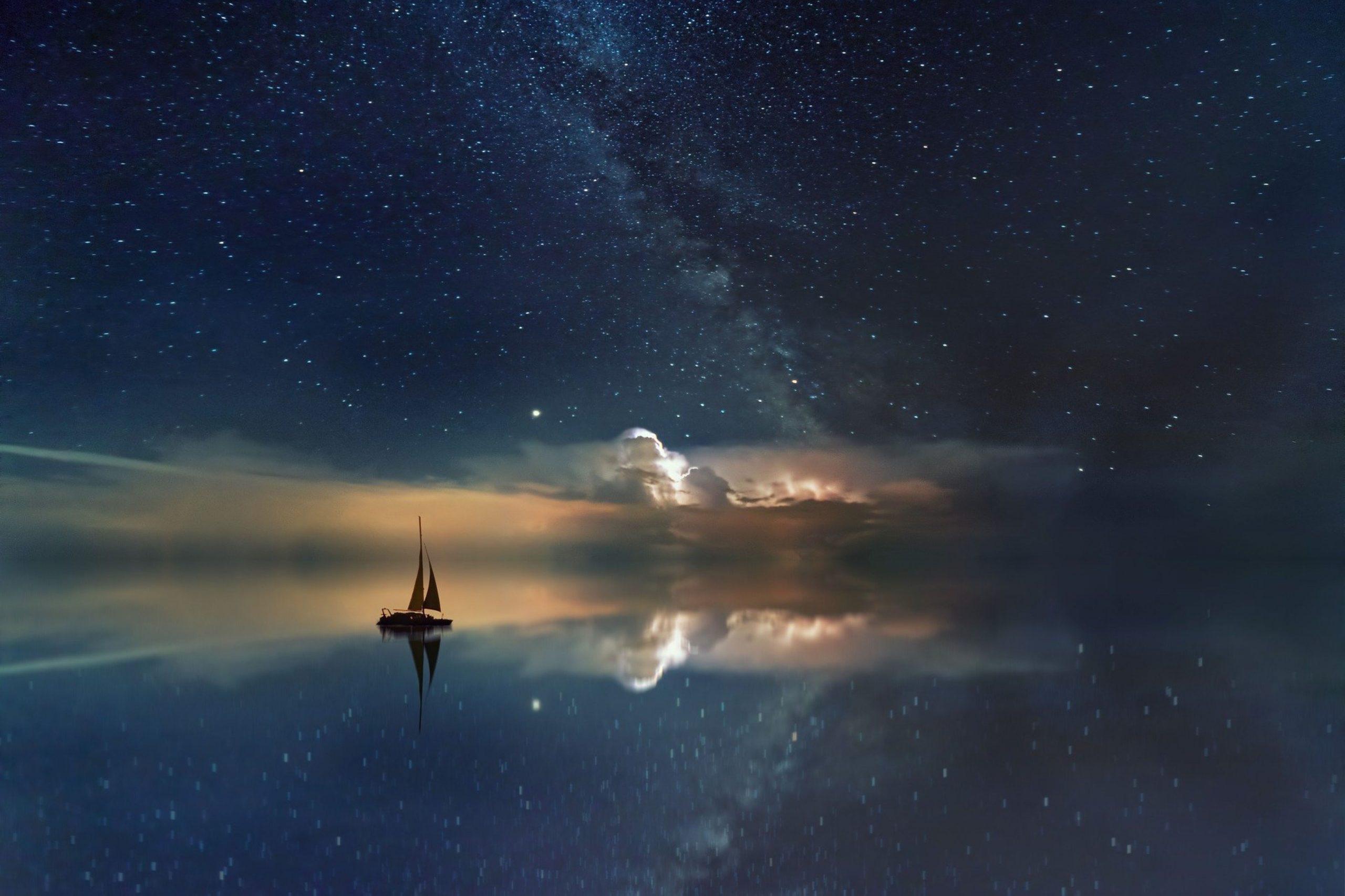 Océan étoilé et bateau-redimensionné