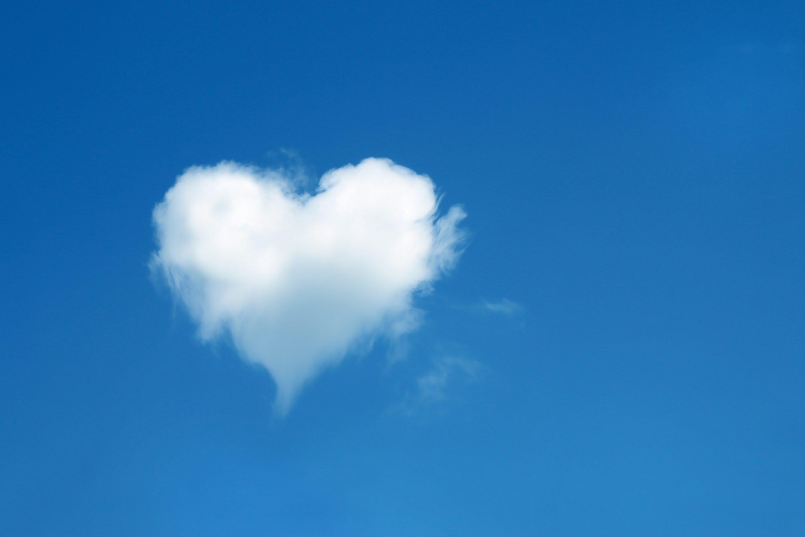 heart shaped cloud in the blue sky